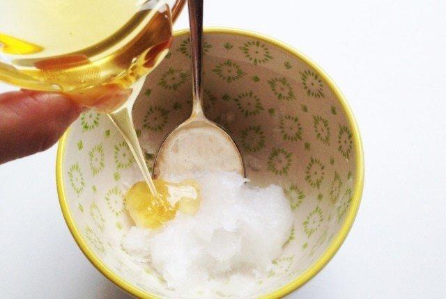 Tips Menggunakan Baking Soda untuk Jerawat 3 madu findhomeremedy com.jpg