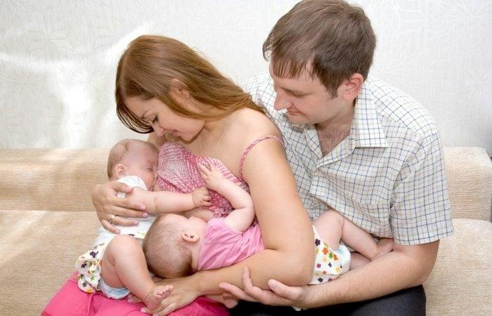 Tips Menyusui Bayi Kembar -3.jpg