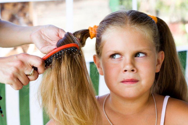 Tips merawat rambut panjang si anak perempuan (2).jpg