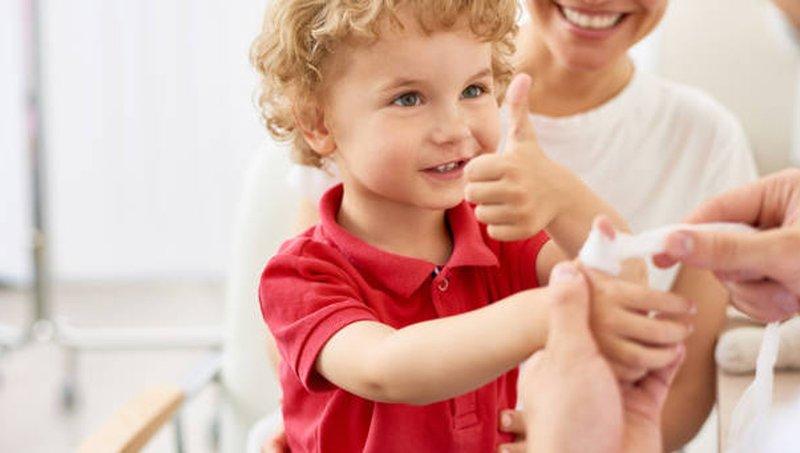 Ups, Tangan Balita Terjepit Ini Yang Bisa Moms Lakukan Untuk Meredakan Rasa Sakitnya 3.jpg