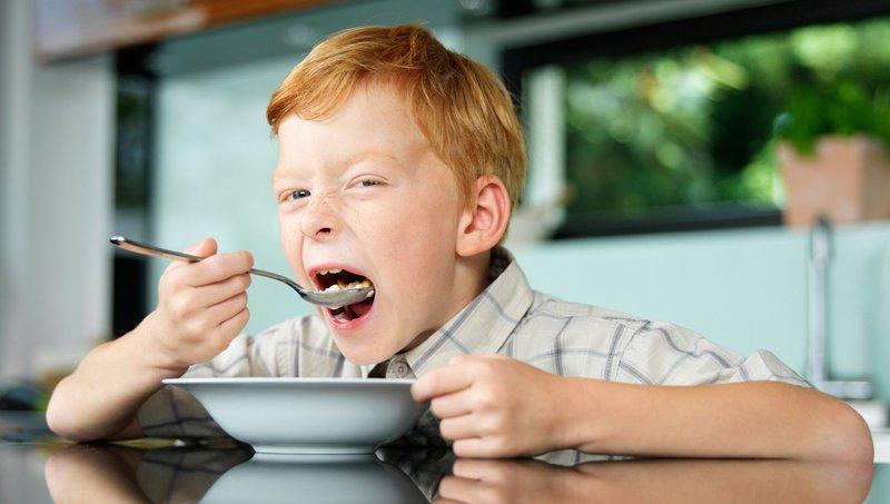 Waspada 4 Bahaya Anak Makan Terlalu Cepat 4.jpg