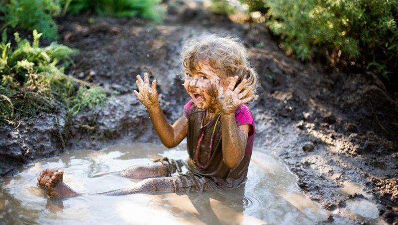 Waspada 7 Penyakit Saat Anak Bermain Di Air Kotor 5.jpeg