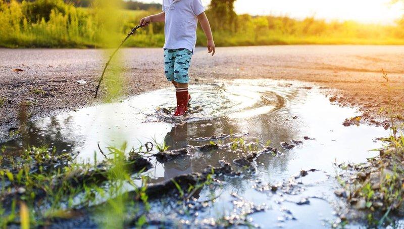 Waspada 7 Penyakit Saat Anak Bermain Di Air Kotor 2.jpg