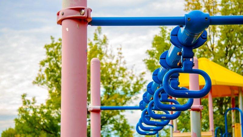 Waspada Moms, 3 Permainan Playground Ini Berpotensi Bikin Anak Cedera 3.jpg