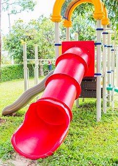 Waspada Moms, 3 Permainan Playground Ini Berpotensi Bikin Anak Cedera 2.jpg