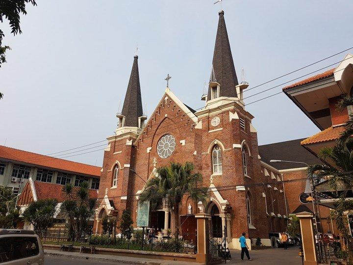 Wisata Surabaya - Gereja Katolik Santa Perawan Maria