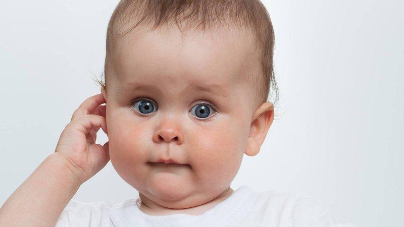 benjolan di belakang telinga bayi: jerawat