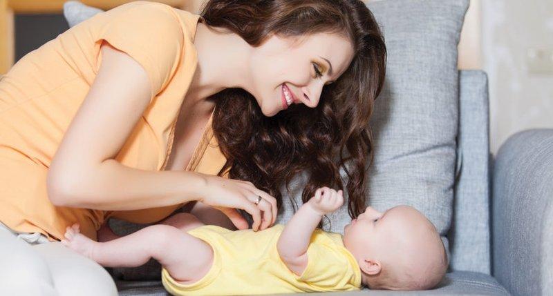 XX Hal yang Perlu Moms Ketahui Tentang Kebiasaan Menggelitik Bayi 3.jpg