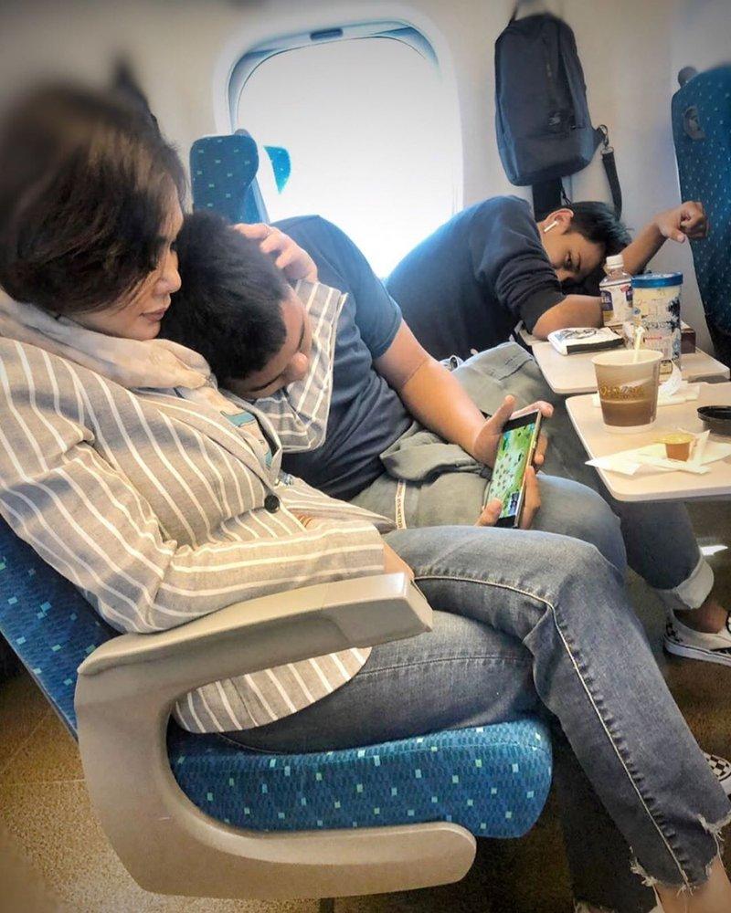 Sangat Dekat, Intip Keseruan Yuni Shara dan Dua Putranya Liburan di Jepang