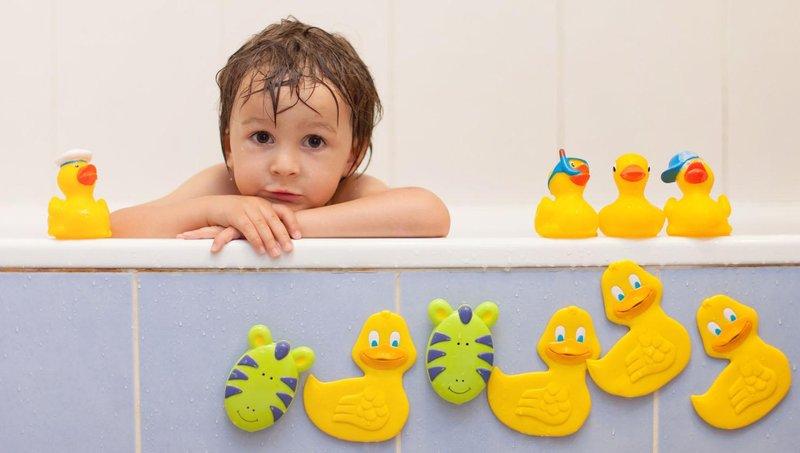 agar tak jadi sarang kuman, bersihkan mainan balita secara berkala dengan 5 cara ini 4