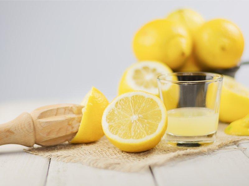 cara mengatasi bibir hitam-lemon dan gula