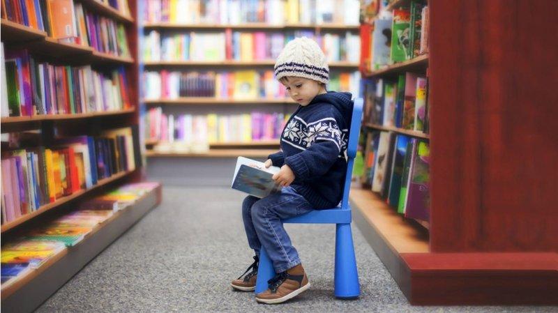 ajak bermain di perpustakaan