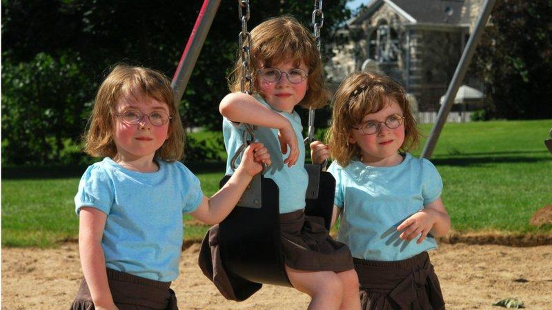 anak kembar tiga