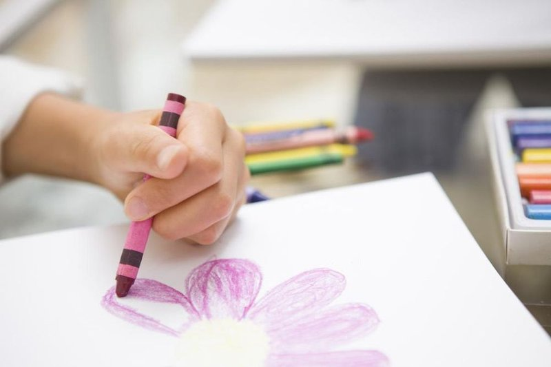 anak menulis menggambar.jpg