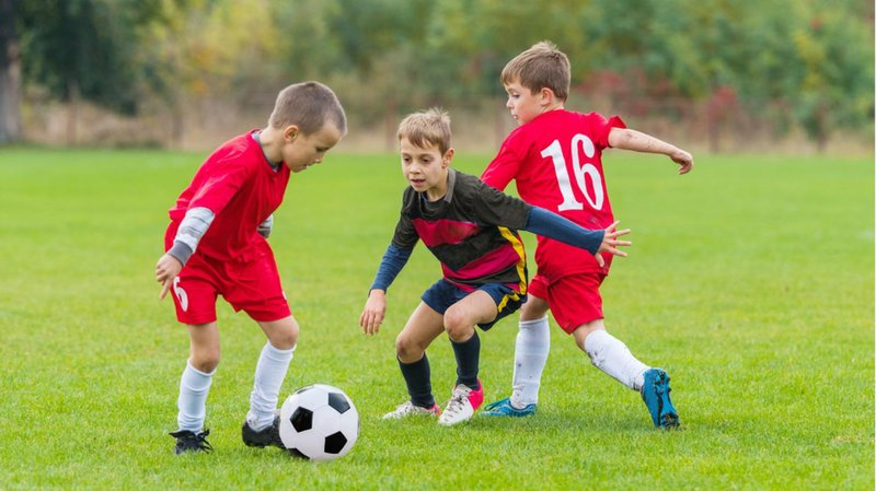 anak main bola