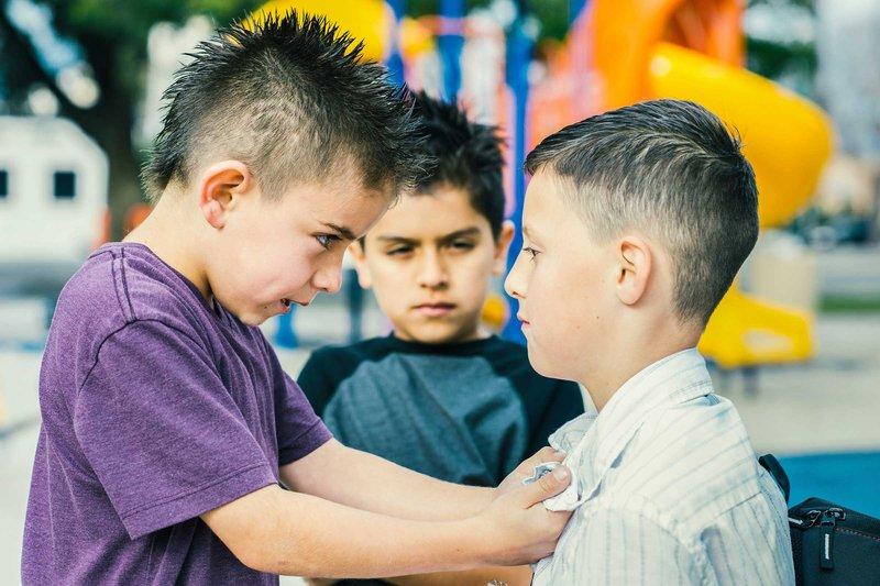 anak melakukan tindakan kekerasan-2.jpg