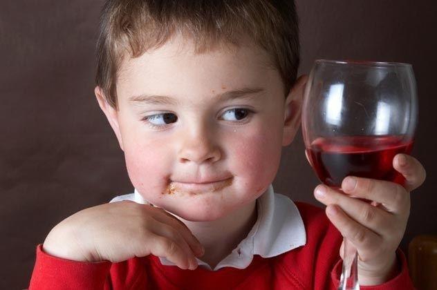 anak minum wine di italia