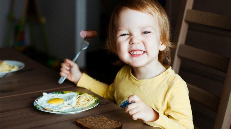 anak senang makan