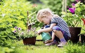 anak suka berkebun.jpg
