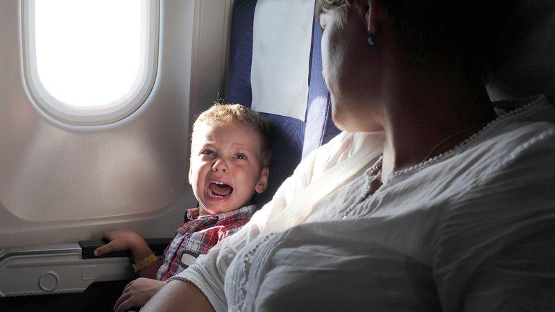 anak takut naik pesawat.jpg