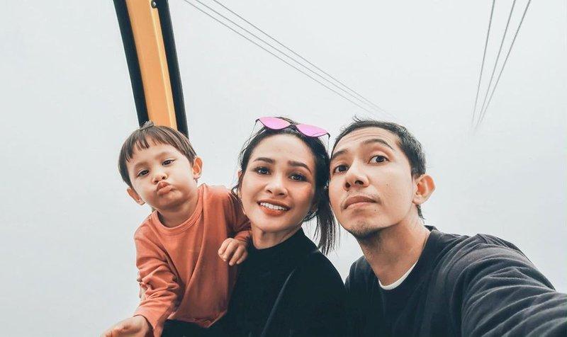 liburan andien dan keluarga