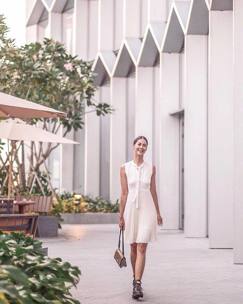 anggun dengan dress putih