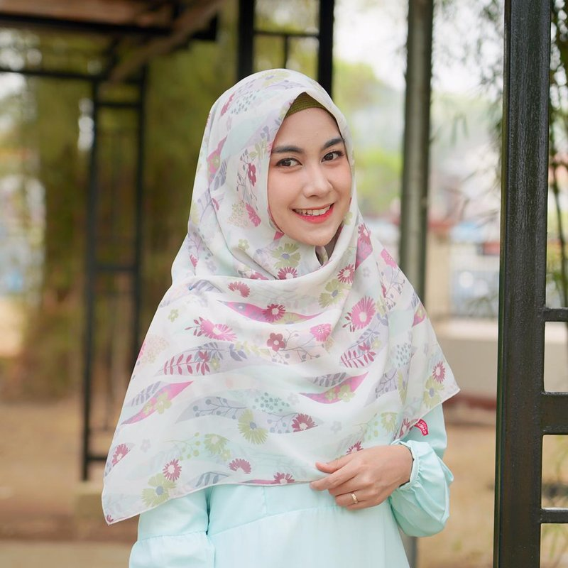 anisa hijab bermotif