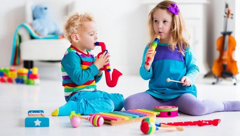 apa ya, manfaat balita belajar bermain alat musik sejak dini 2