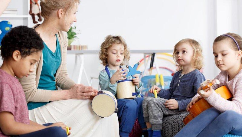 apa ya, manfaat balita belajar bermain alat musik sejak dini 4