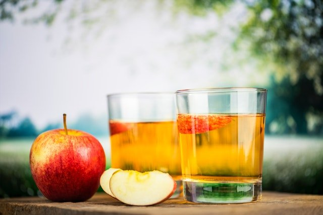 apple-juice-apples-beverage-1902322.jpg