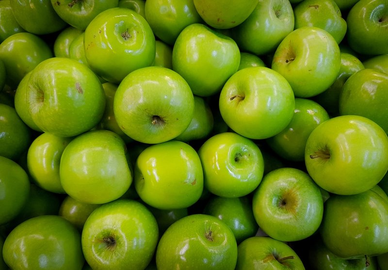 apples-close-up-colors-693794.jpg