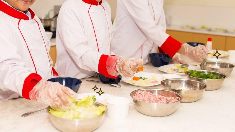 tips aman pesan makanan di restoran agar tidak masuk ke klaster restoran