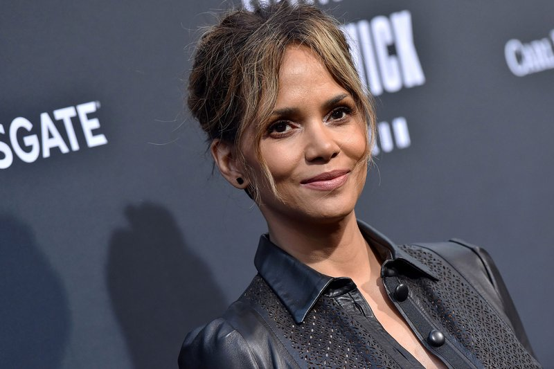 artis Hollywood melahirkan-halle berry.jpg