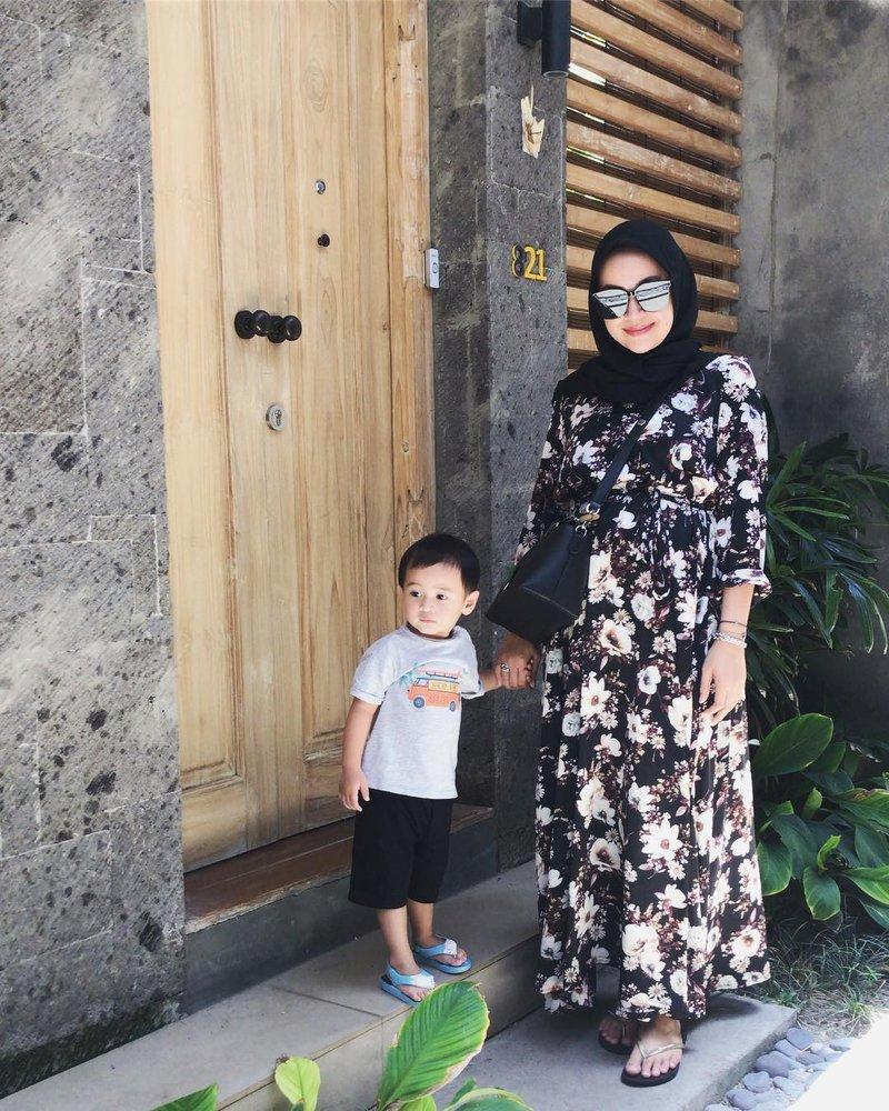 fashion hijab, gaya busana, aryani fitriana dan donny michael
