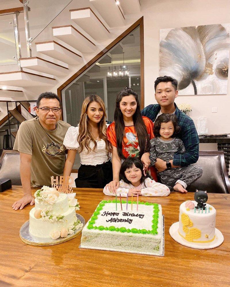 Keseruan Ulang Tahun Ashanty yang Dirayakan Bersama Orang-orang Tersayang