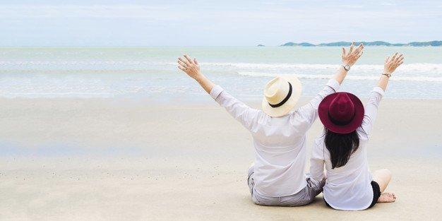 asian-couple-beach_1150-6399.jpg