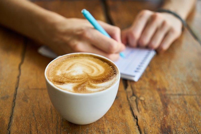 atasi anyang-anyangan - hindari kafein dan alkohol.jpg