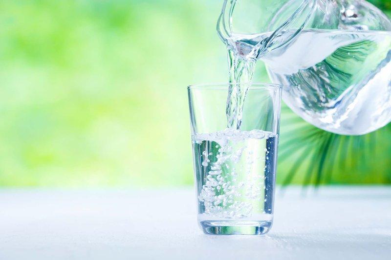 bahan alami untuk mengatasi kantung mata - air.jpg