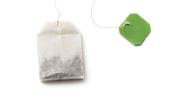 bahan alami untuk mengatasi kantung mata - teh celup.jpg