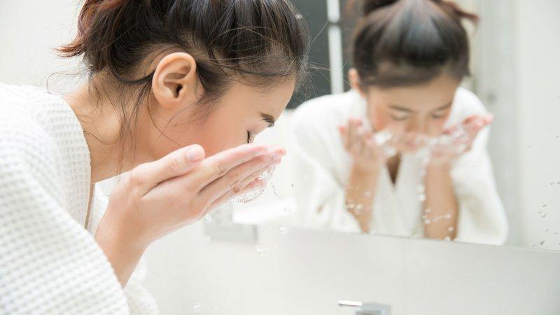skincare untuk ibu hamil yang mencerahkan wajah