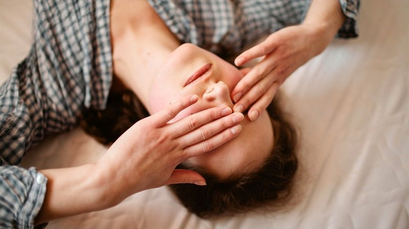 bahaya tidur pakai makeup-2.jpg