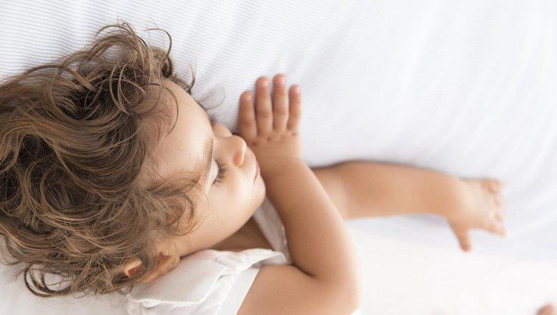 balita sering berkeringat di malam hari, apa penyebabnya 1