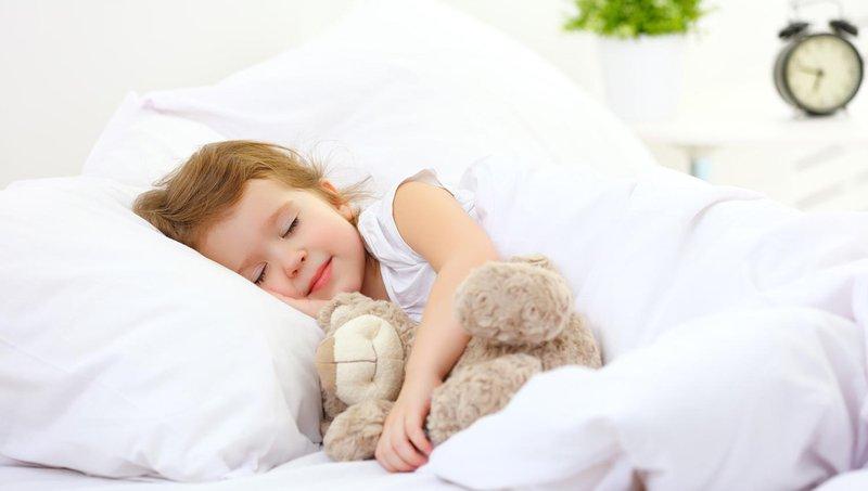 balita sering berkeringat di malam hari, apa penyebabnya 4