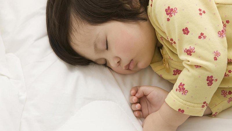 balita sering berkeringat di malam hari, apa penyebabnya 2