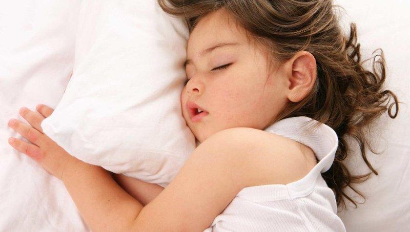 balita sering berkeringat di malam hari, apa penyebabnya 3