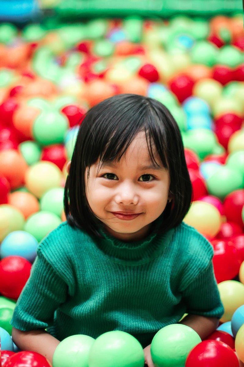 balls-blur-child-1096147.jpg