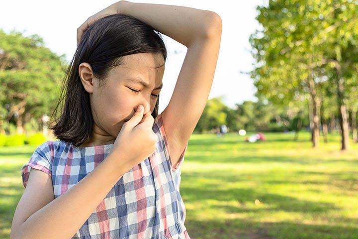 penyebab bau badan anak