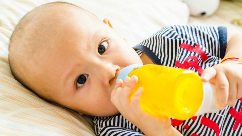 bayi minum jus