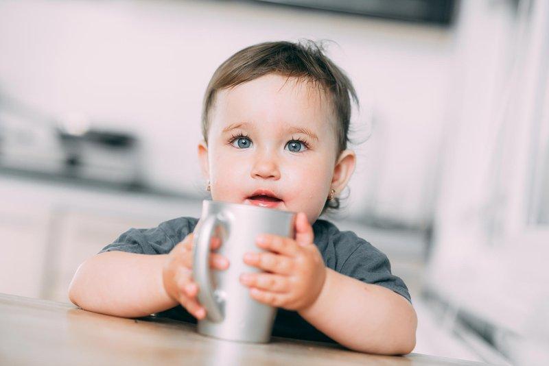 bayi minum kopi-1.jpg