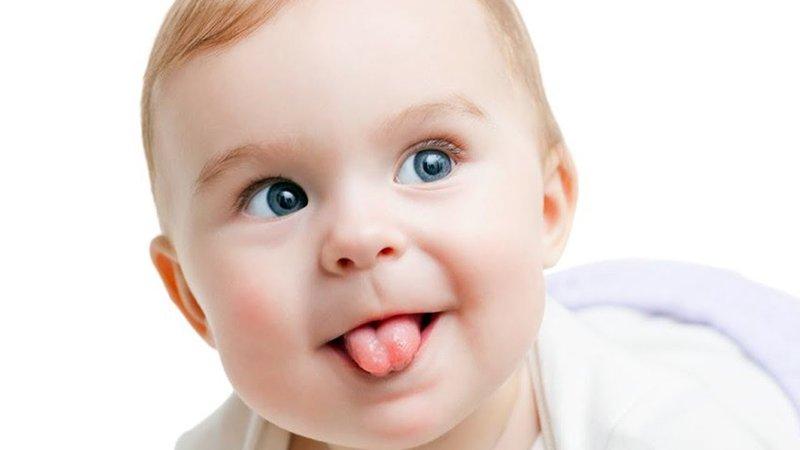 bayi sering menjulurkan lidah.jpg
